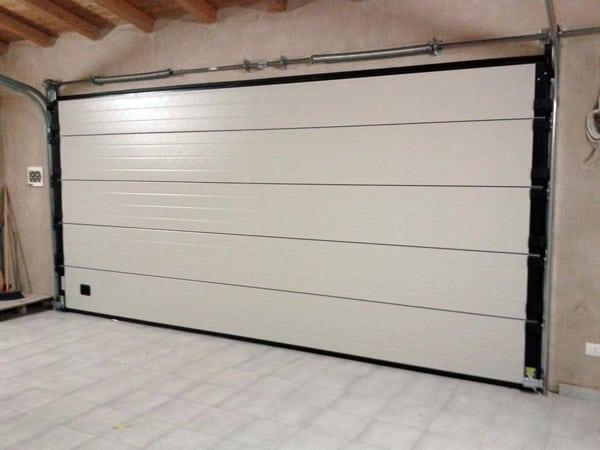 Portoni sezionali reggio emilia carpi quanto costa for Quanto costa costruire un garage 24x24